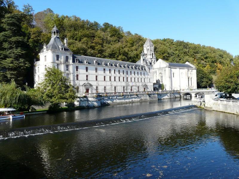 Labbaye Saint Pierre de Brantôme bnb chambres dhotes hotels