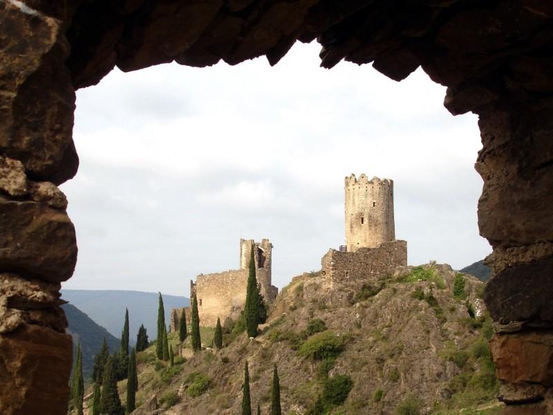 Château de Lastours bnb chambres dhotes hotels
