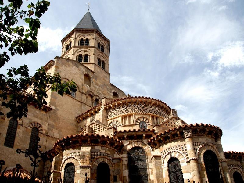 Basilique Notre Dame du Port de Clermont Ferrand bnb chambres dhotes hotels