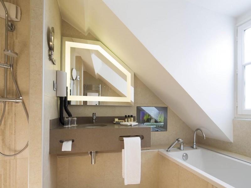 le relais des halles hotel chambres 8 salle de bain