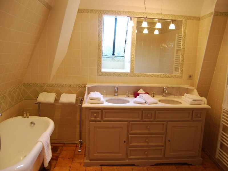 chateau des arpentis hotel chambres 5 salle de bain