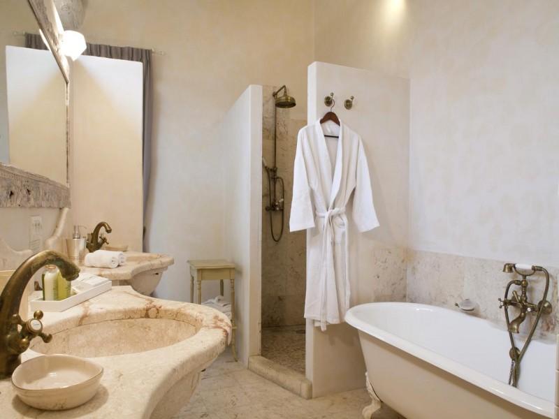 mas de la rose hotel chambres 5 salle de bain